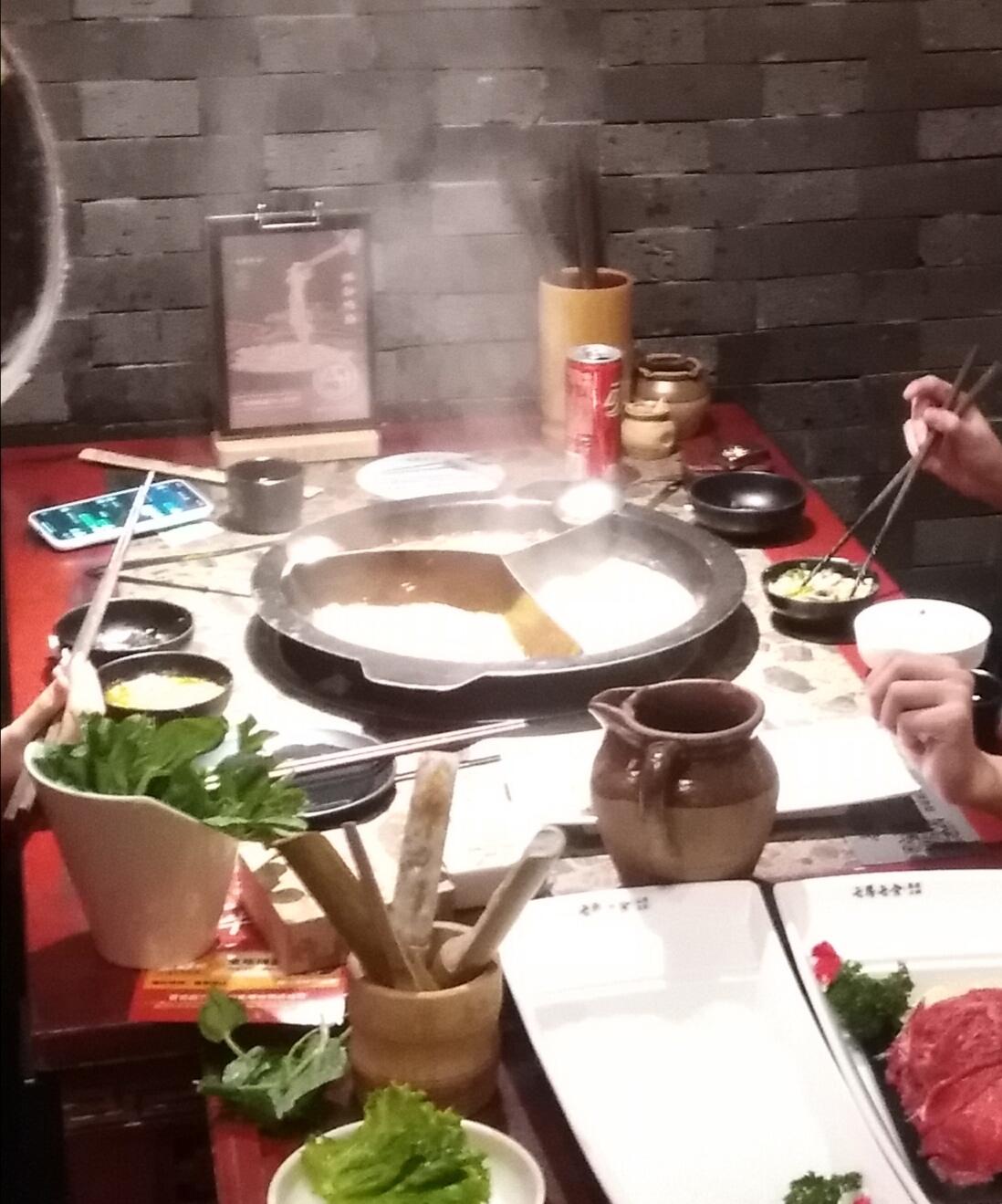 吃货  (chī huò) Foodies